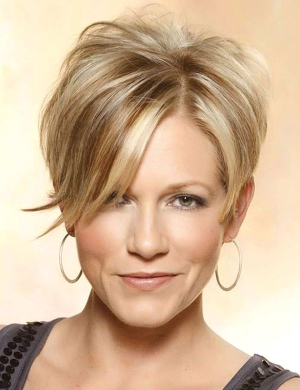 Hair Color Trends for Women with Short Hair 3