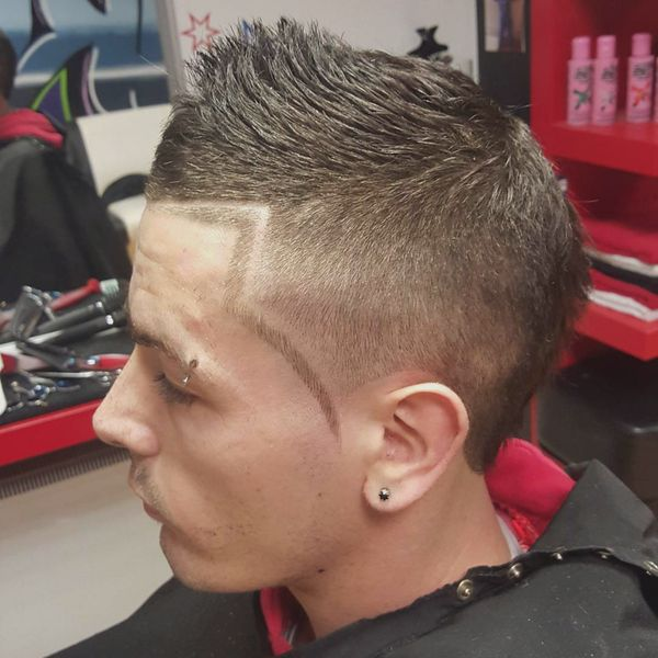 Line up haircut with designs for men 4