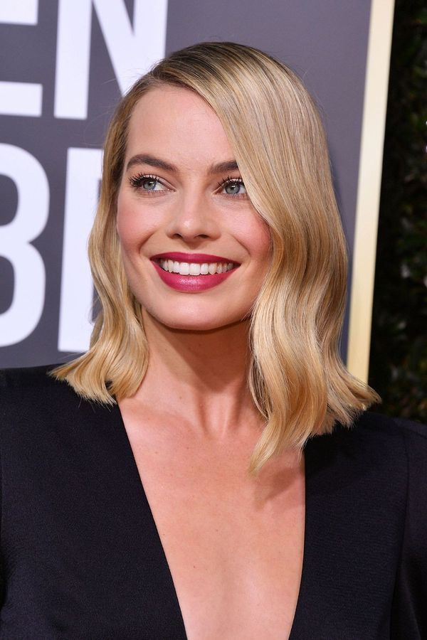 Stylish Long Layered Bobs With Side Swept Bangs 4