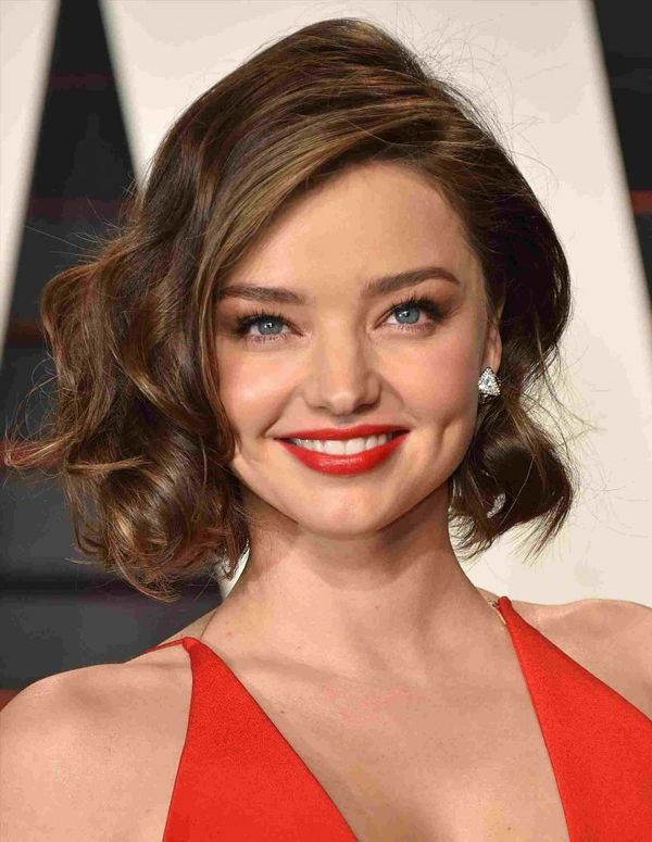 Stylish short haircuts for wavy hair 1