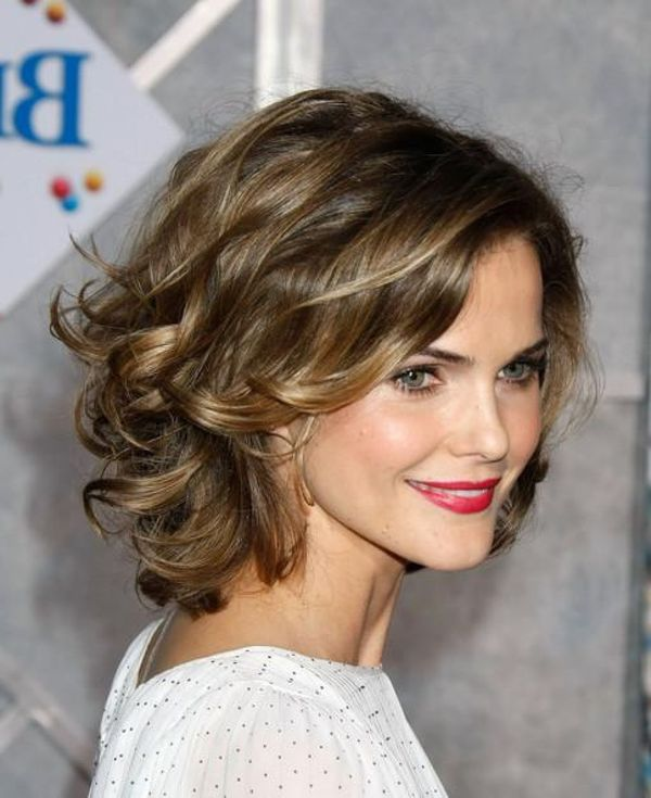 Stylish short haircuts for wavy hair 4