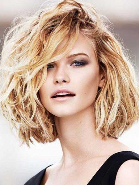 short hairstyles for women-Medium Wavy Bob