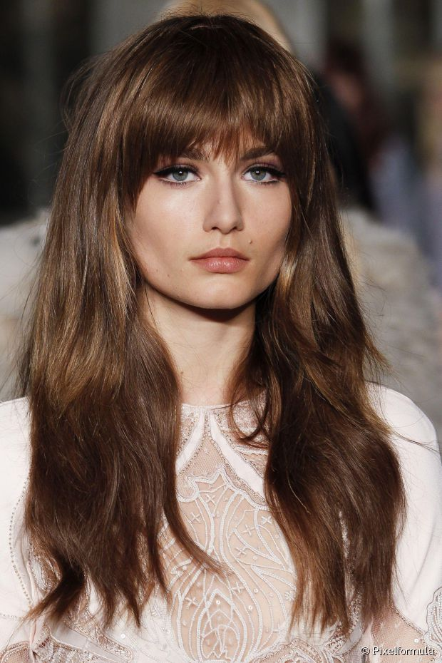 CHANGE-THE-STYLE-OF-THE-FRINGE-WITH-THE-HELP-OF-BRUSH-AND-DRYER
