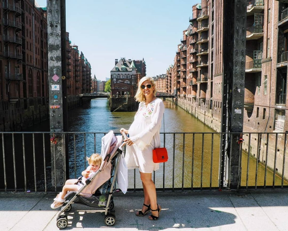 Mother and daughter on Bridge in Hamburg on sunny day | Hamburg with a toddler