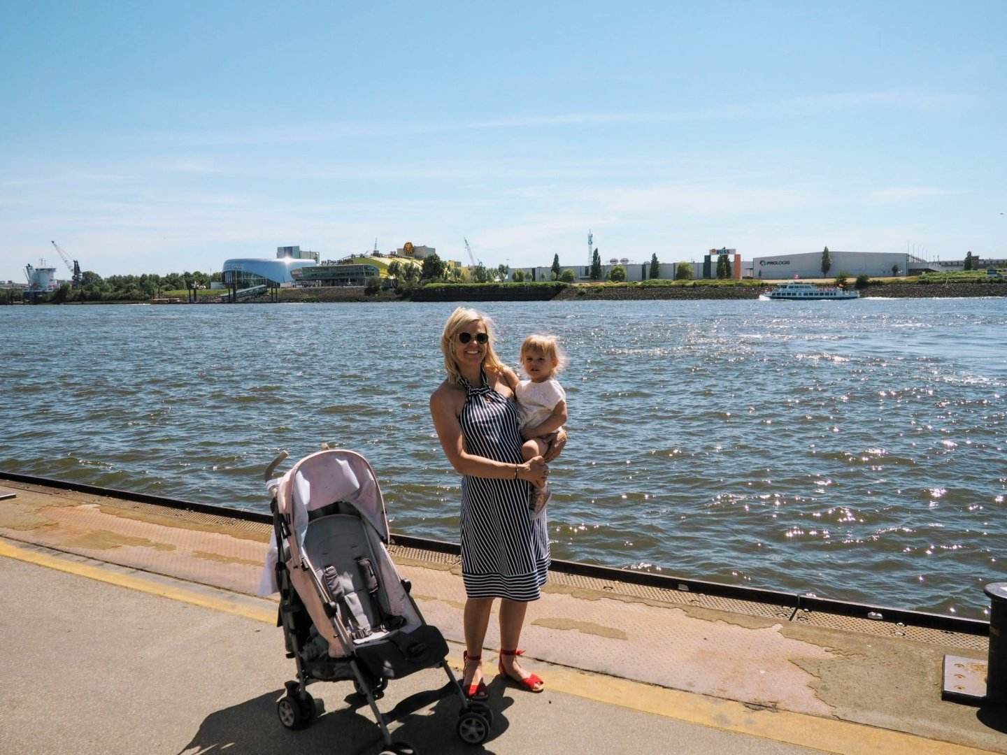 Mother and daughter at the edge of the River Elbe |Hamburg with a Toddler | Ettie and Me