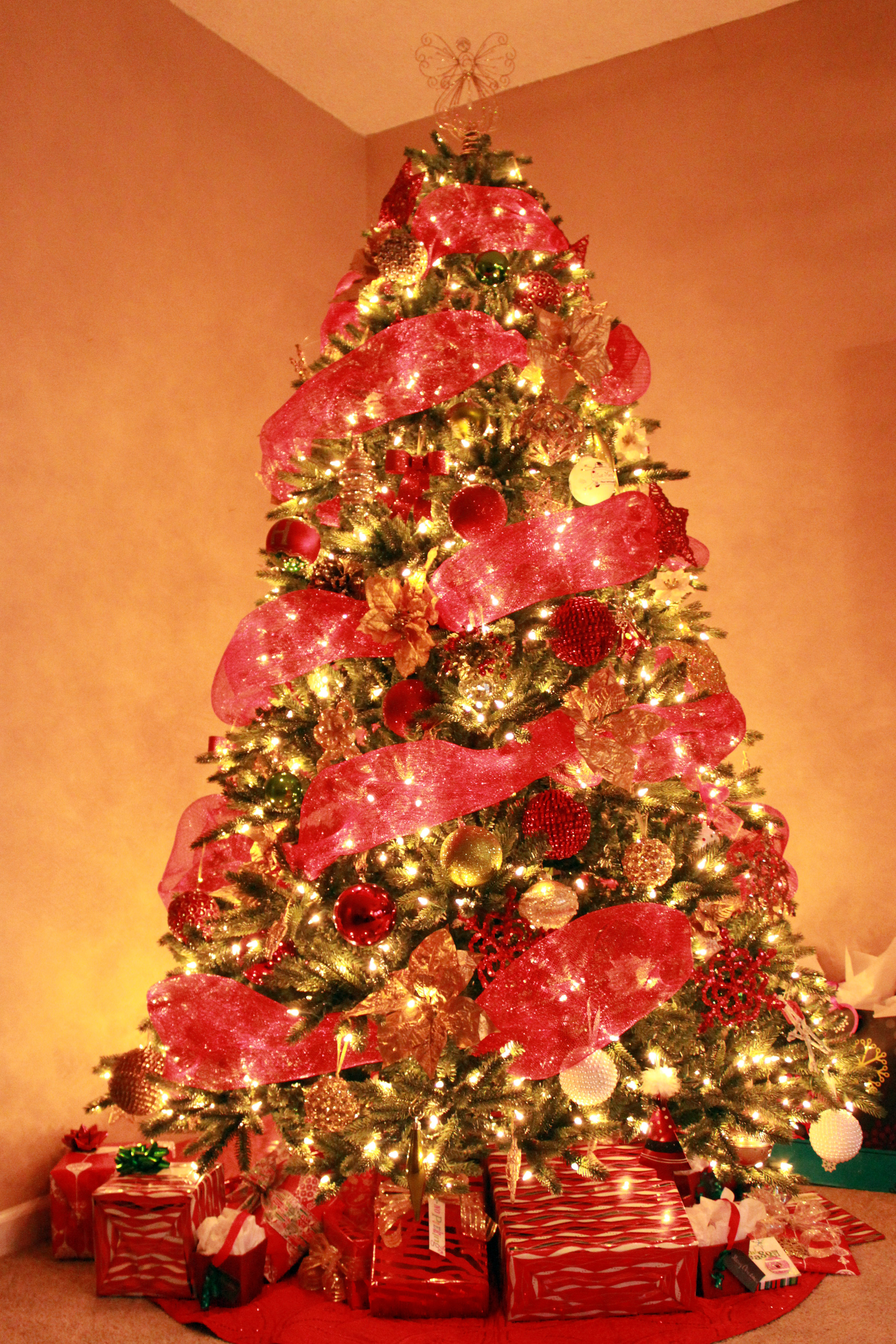 its tough to switch themescolors because you almost have to buy all new stuff the theme i would want next would require almost all new decorations tree - Christmas Tree Color Themes