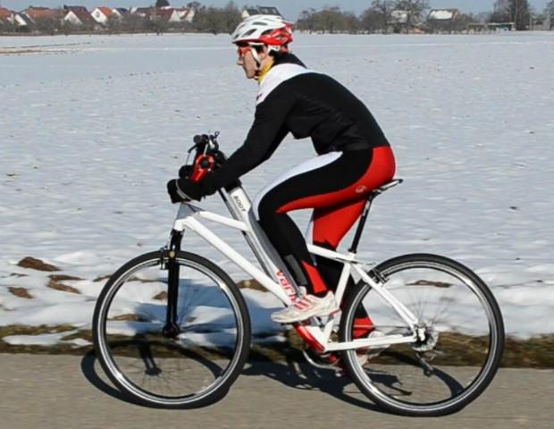 Pedalea tu bicicleta... con los brazos - Un-ejercicio-muy-completo-e1438758563470