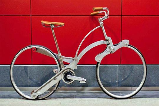 Una bicicleta para llevar en la bolsa