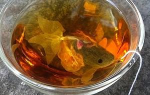 Monday's Tea: Los peces también nadan en té