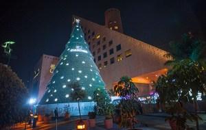 El árbol de navidad de Swarovski vuelve a brillar este año