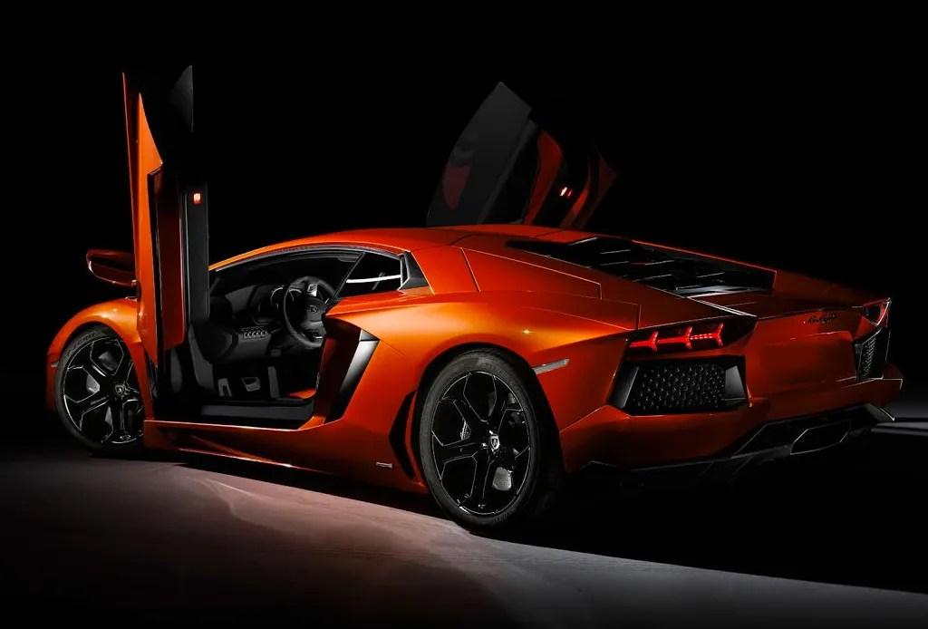 10 automóviles que todo hombre desea - Lamborghini-Aventador