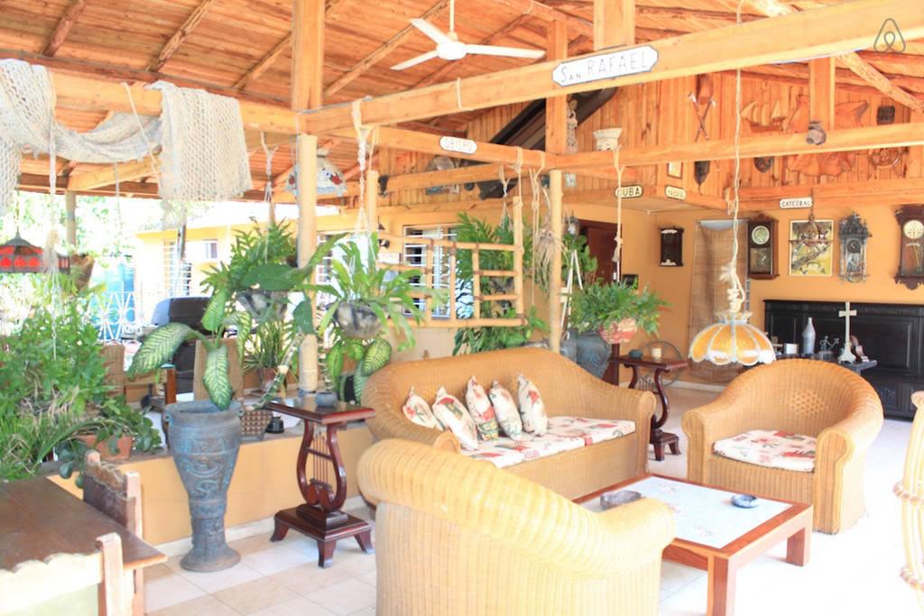 Te decimos cuáles son los mejores departamentos de Airbnb en Cuba - miramar-villa-2