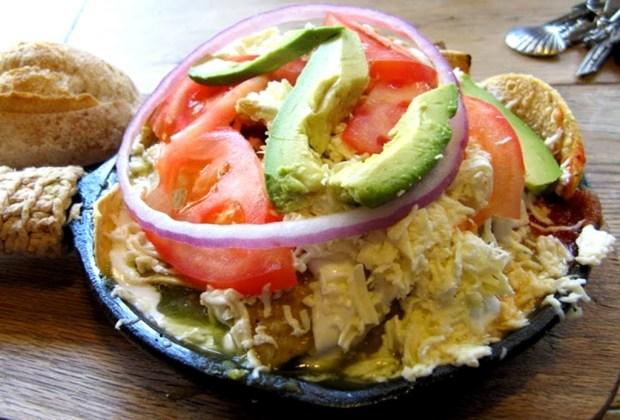 Los mejores lugares para comer chilaquiles en la CDMX - chilaquiles-ojo-de-agua-2-1024x694