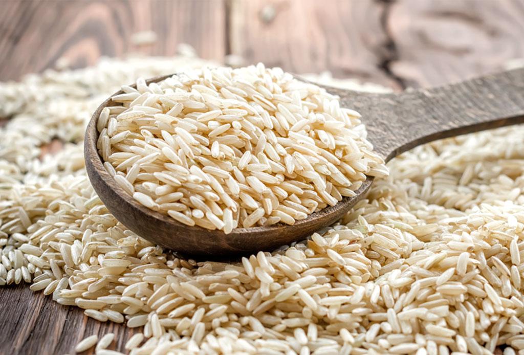 Los 6 mejores granos y legumbres que deben tener en la alacena - arrozintegral-1024x694