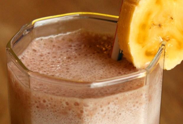 #DíaMundialDelBatidoDeChocolate: Desayuna un rico batido de chocolate healthy - chocolate-bebida-rica-1024x694