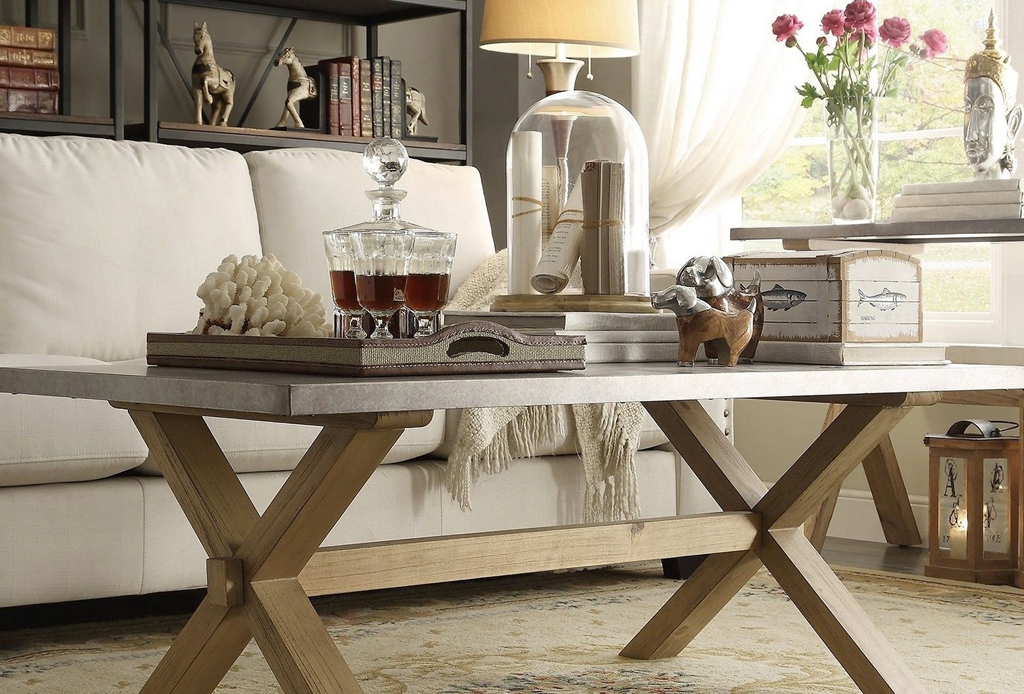 4 formas de decorar una mesa de centro for Formas para decorar una casa
