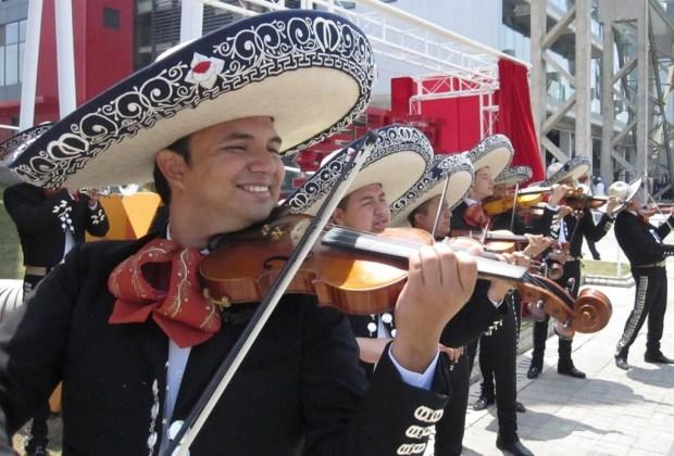 5 festejos patrios que DEBES disfrutar mínimo una vez en la vida - festejos-patrios-2015-donde-celebrar-el-grito-garibaldi-plaza-1024x694