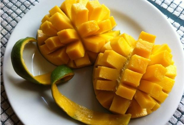 8 alimentos con carbohidratos que DEBES comer - mangos-1024x694