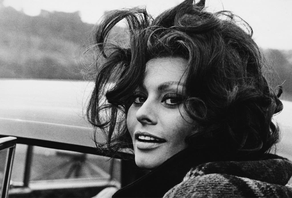 La elegancia de Sophia Loren hecha pluma - pluma-inspirada-sophia-loren-3