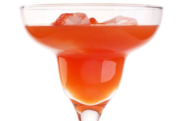 3 drinks para evitar los estragos de la fiesta - zflip-1024x694