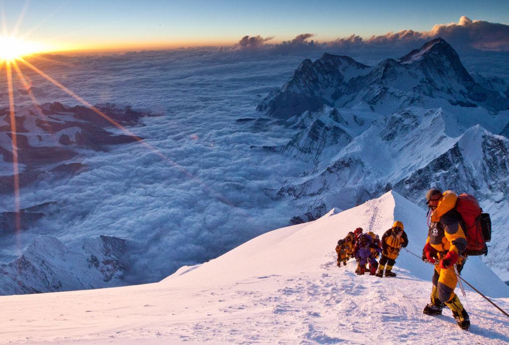 El Monte Everest se vuelve mucho más exclusivo, ¿calificas para subir? - everest-1024x694
