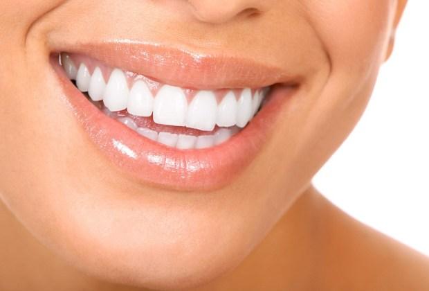 8 aspectos de tu cuidado personal en los que ellos se fijan - sonrisa-blanca-1024x694