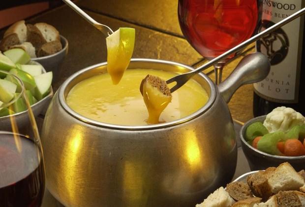 7 lugares para disfrutar los mejores fondues en la ciudad - the-melting-pot-1024x694