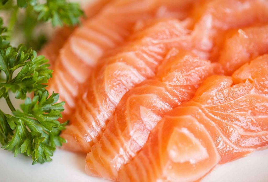 8 alimentos que te ayudarán a tener el pelo más largo - salmon