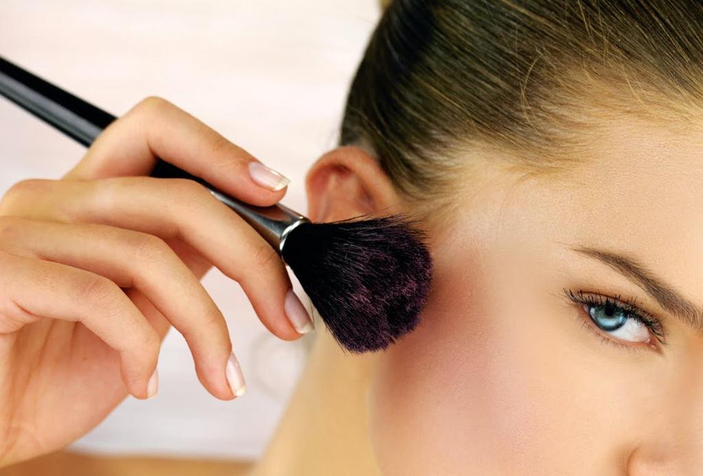 6 trucos de maquillaje para esconder los estragos de la fiesta - maquillaje-cruda-2
