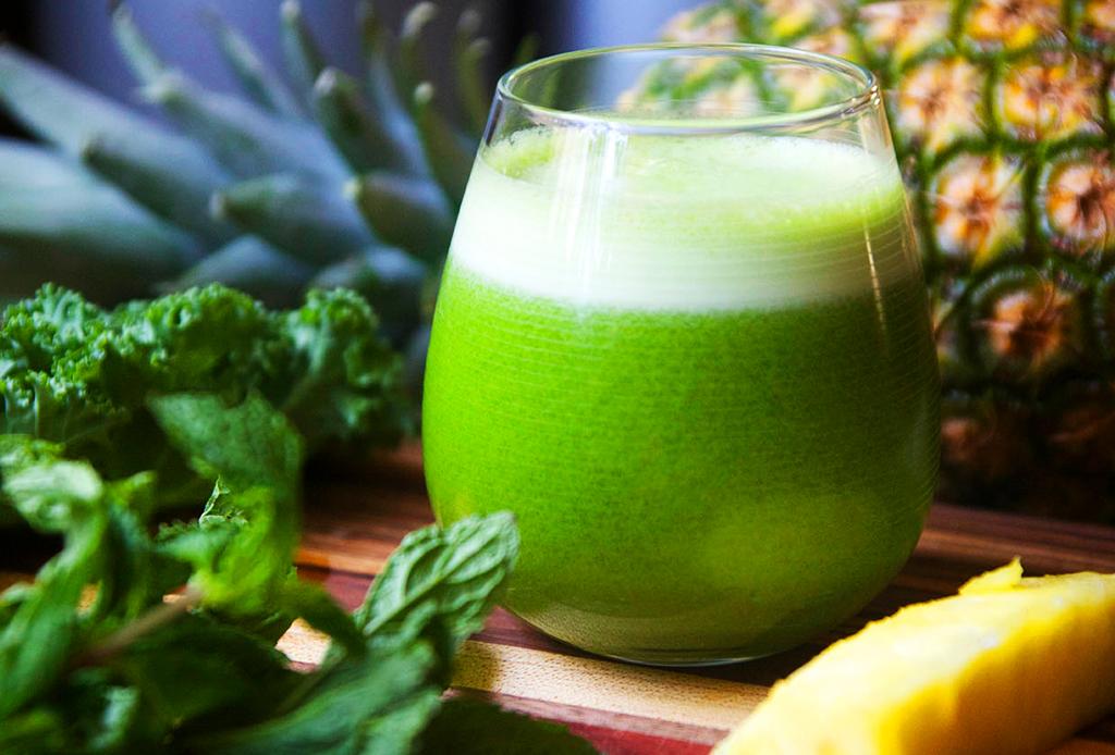 5 bebidas para mantenerte con energía todo el día - jugo-verde-1024x694