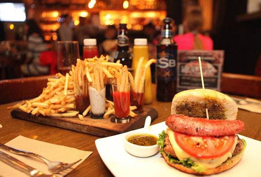 8 restaurantes en donde te fascinará ver el Super Bowl - kitchen-61