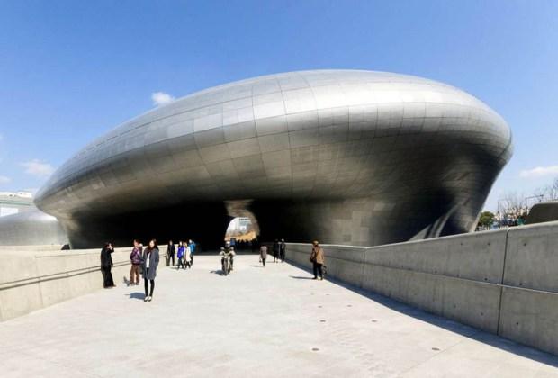 8 grandes obras maestras para recordar a Zaha Hadid - dongdaemun-design-plaza-by-zaha-hadid02-1024x694