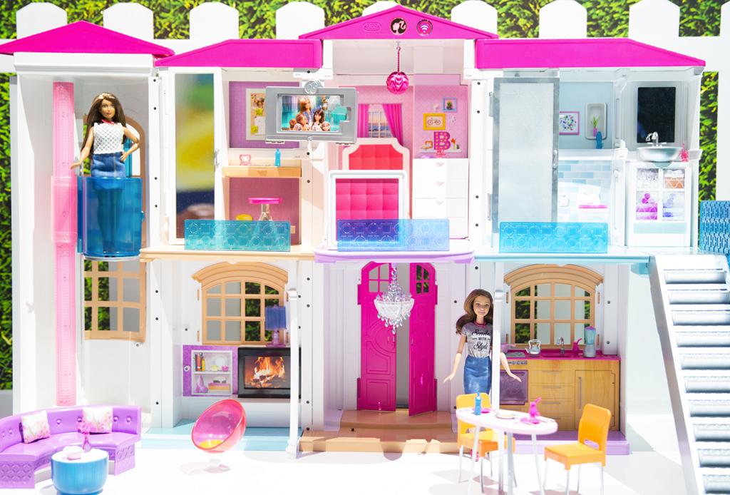 ¡La mansión de Barbie se vuelve hi-tech!