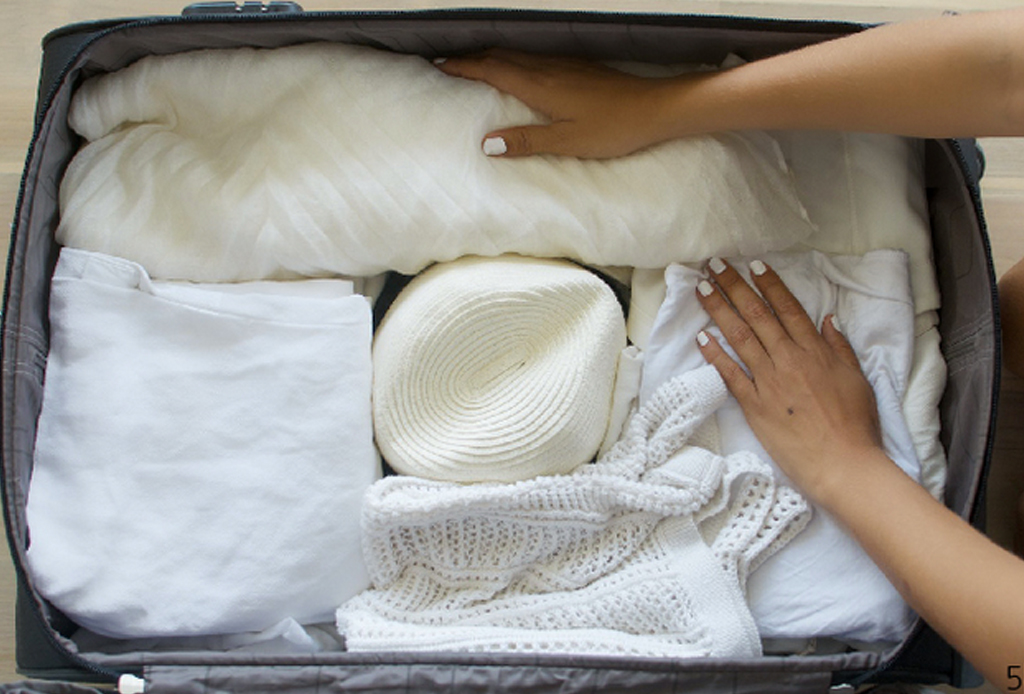 3 maneras de empacar tu sombrero para no arruinarlo - sombrero-empacar