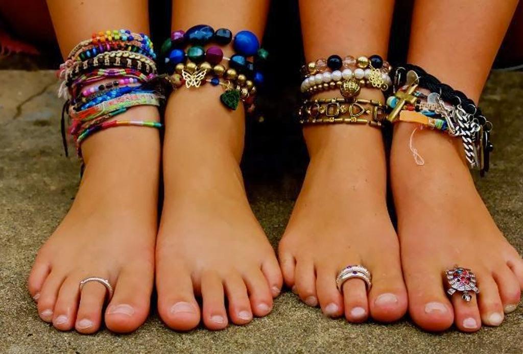6 piezas de joyería para combinar con tu outfit playero - toe-rings