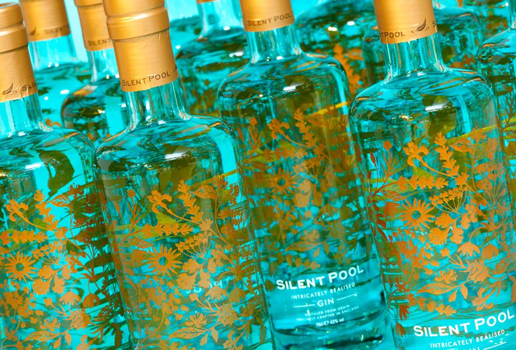 La botella de gin más grande y costosa de la historia - silent-pool-gin