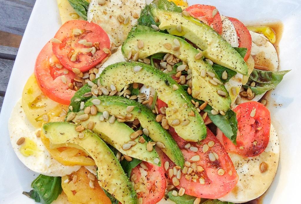 6 toppings como alternativa a los crotones  para tu ensalada