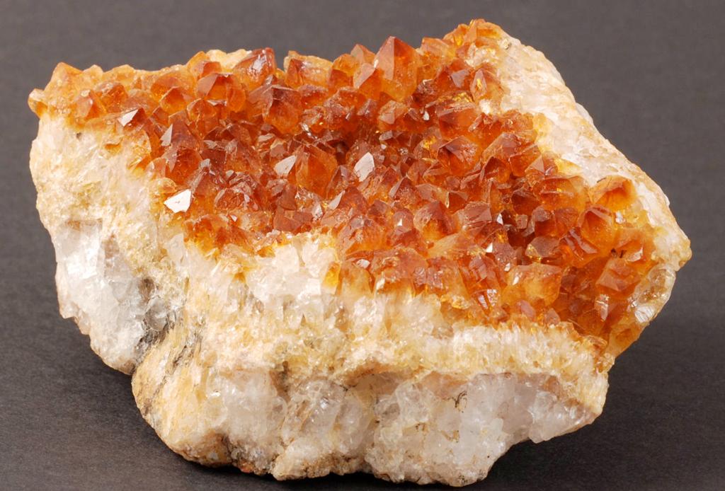 6 piedras para decorar y llenar de energía tu hogar - mineralia