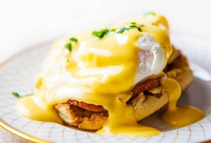Descubre los mejores huevos benedictinos de la CDMX