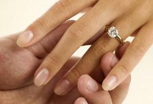 ¿Conoces la regla de las 4 C's de los anillos de compromiso?