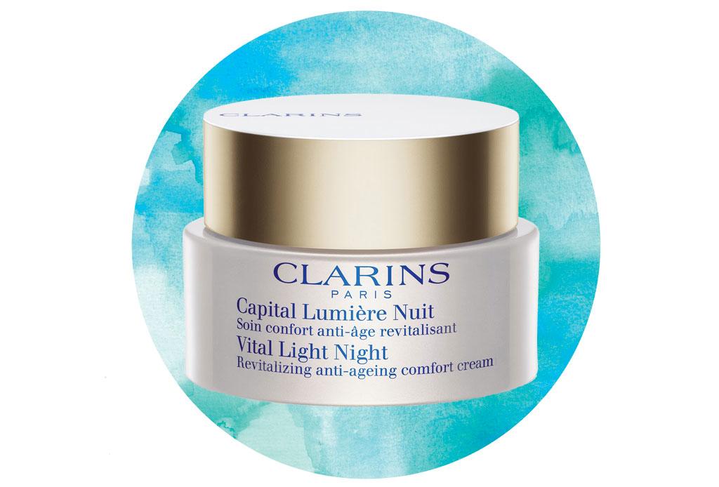 Tratamientos de noche: la mejor forma de mantener tu piel joven - clarins-1