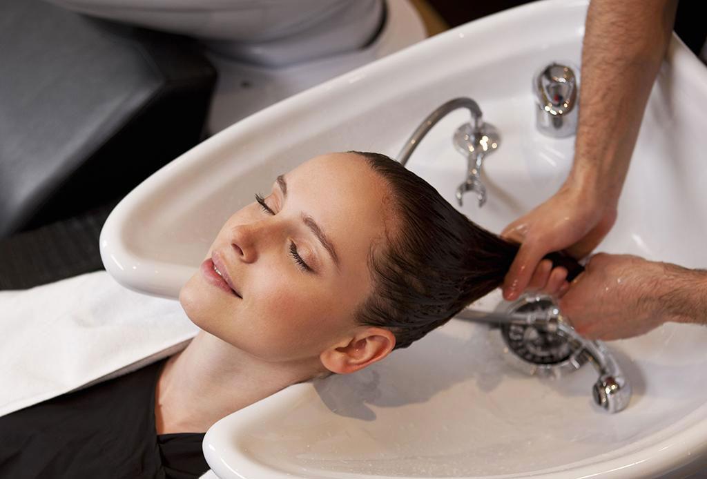 La nueva tendencia: lavar el pelo con ¿Coca-Cola? - lavar-pelo-con-coca-cola-3