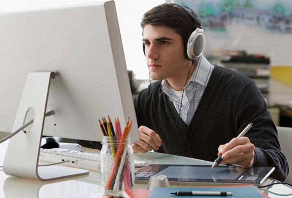 ¿No te concentras en el trabajo? Te decimos qué música escuchar para lograrlo