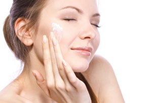 Tratamientos de noche: la mejor forma de mantener tu piel joven
