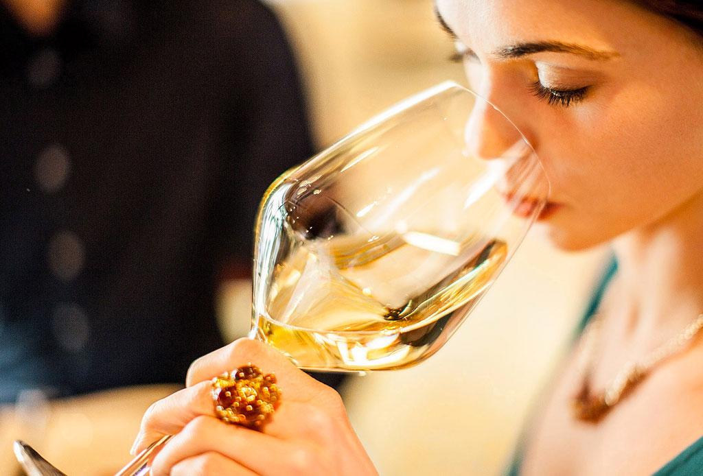 6 consejos para elegir un vino para regalar o llevar a una cena - como-elegir-una-botella-de-vino-2