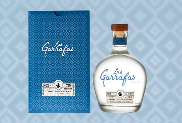 7 mezcales para celebrar en cualquier ocasión - mezcal-las-garrafas-mono-azul-1024x694