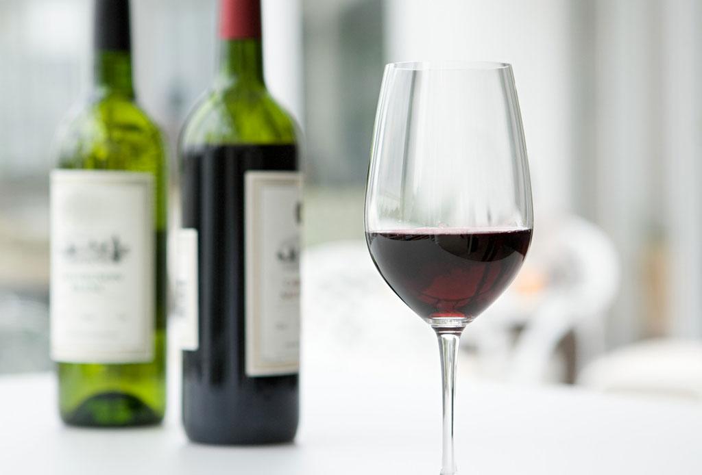 ¿Conoces todos los beneficios del vino tinto? - portada-vino-tinto