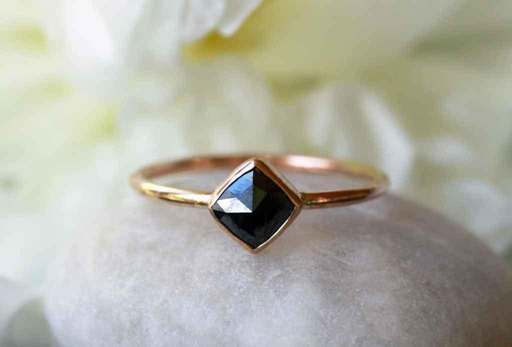 5 elementos que se buscan en los anillos de compromiso actuales - anillos-compromiso-2
