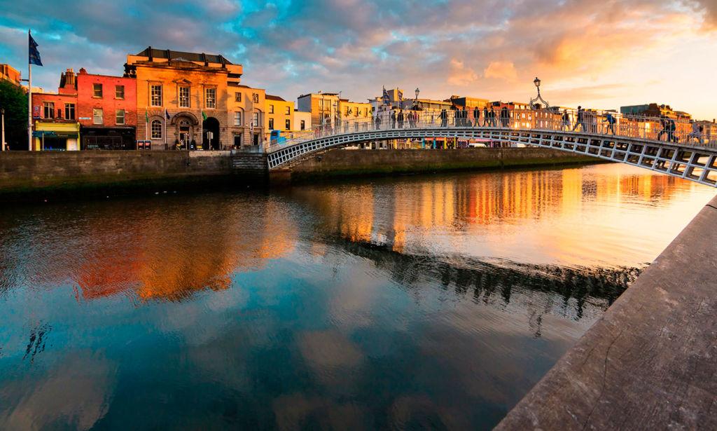 Free Walking Tours que puedes tomar alrededor del mundo - dublin-top-ten-hapenny-bridge-bg-1024x615