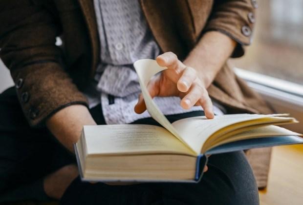 5 formas saludables de manejar el enojo sin ejercicio - leer-libro-1024x694